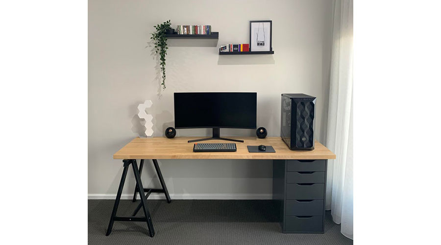 Example of a minimalist battlestation and a minimalist gaming room.